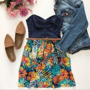 Fun short strapless dress with tropical print